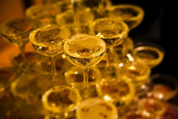 婚活・お見合いパーティーのシャンパンタワー